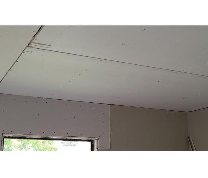 open ceiling, no texture and holes in the boards